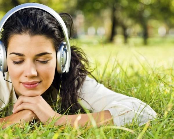 listening-600x480