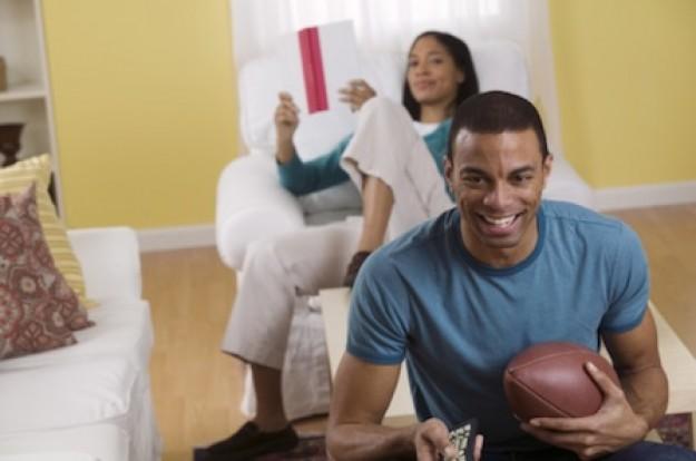 guy-watching-football