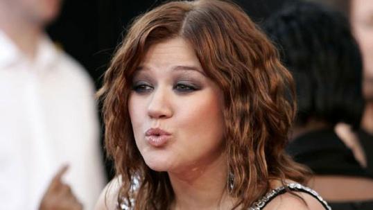 homeless-celebs---Kelly-Clarkson-jpg