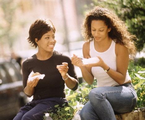 black+women+friends+eating+lunch