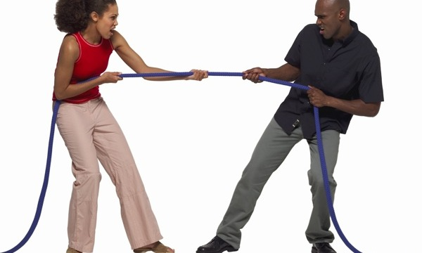 black-couple-pulling-rope
