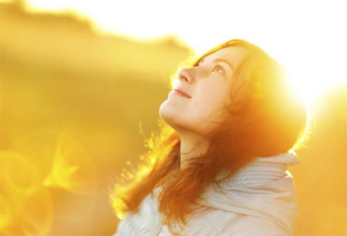 woman-looking at sky